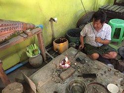 Tun Kyai Sin, Gold & silver smith