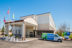 Holiday Inn Express Cleveland Airport - Brook Park