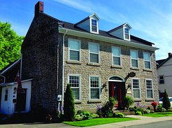 Sir Isaac Brock B&B Luxury Suites