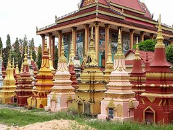 Happy Angkor Wat Tour