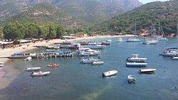 Cette petite excursion de 45min au village de Girolota pendant la virée en mer !