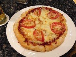 レストランでのピザ