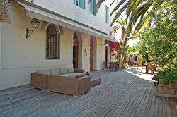 Schönes Hotel mit Geschichte direkt am Meer