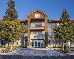 Visalia Sequoia Inn & Suites