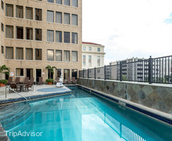 The Pool at the Emily Morgan Hotel - A DoubleTree by Hilton