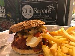 Burger House: Panino con Polpettine, Provola di Agerola e filetti di malanzane