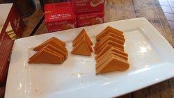Gjeitost cheese samples