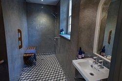 Green room bathroom