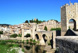 ‪Bridge of Besalu‬