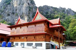 Khao Yoi Cave