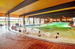 Meerwasser-Hallenwellenbad