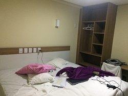 Tudo muito limpo e organizado. O Hotel está de parabéns 👏🏻👏🏻👏🏻 Estacionamento interno.