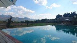Super lekker zwembad met prachtig uitzicht.