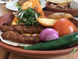 مطعم وكافيه العنب بيروت
