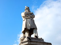 Statua di Niccolò Tommaseo