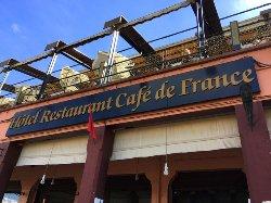 en entrant au café de France !