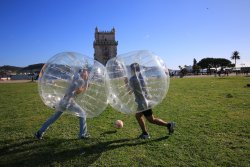 Beat Balls - Bubble Football