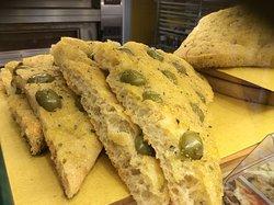 La focaccia con le olive