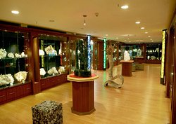 National Handicraft & Design Gallery