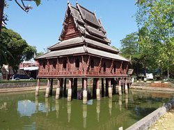 Wat Thung Sri Muang