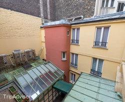 The Classic Twin Room at the Hotel Jardin Le Brea