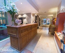 Lobby at the Hotel Jardin Le Brea