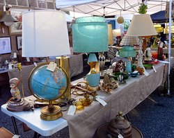 ‪Long Beach Antique Market‬