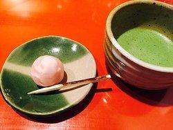 お抹茶と季節の上生菓子