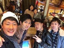 日本人スタッフがいる、本格革製品店!