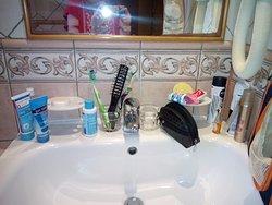 Номер 402. Ванная комната - нет полок
