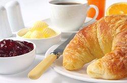 cafe con croissant 2€