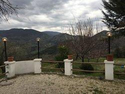 площадка перед рестораном с отличным видом на горы