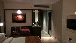 Excellent rooms, sub-par food!