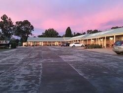 Tuckerbox Motor Inn