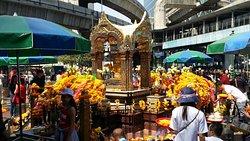 Kuil Erawan (Thao Mahaprom)