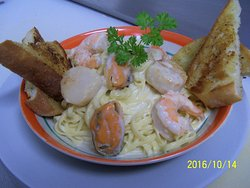 we offer many features, like this one. Seafood linguini