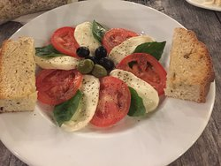 Caprese Salad from Santa Barbara's Gelati Bella Italia. It was Hopi DUSHI! 03.11.17