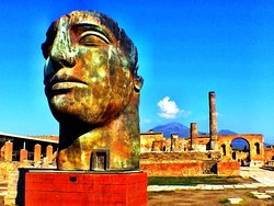Lucia Pompeii Guide Tours