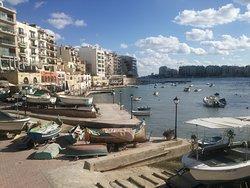 地中海に面したリゾートホテル