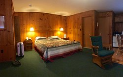 Silver Maple Lodge & Cottages