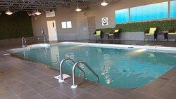 Chambre propre et moderne - piscine - salle d'entrainement