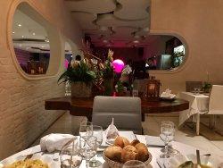Le Yao Ba Restaurant and Bar