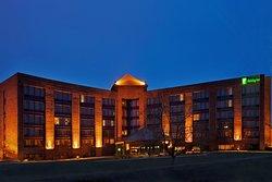克里斯特爾湖假日飯店及會議中心