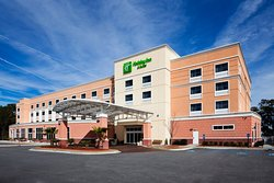 Holiday Inn & Suites Beaufort at Highway 21
