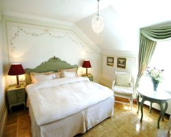 Gripsholms Vardshus and Hotel