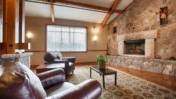 Timber Creek Inn & Suites