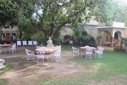 Garden area\opening dining area