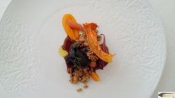 Solomillo de vaca vieja con risotto de cebada y zanahorias en tres texturas