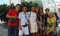 Společná fotografie s Komangem na letišti v Denpasaru / Photo with Komand at the airport in Denp