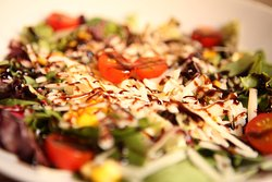 GOURMET SALAD with nuts goat cheese with moden balsamic